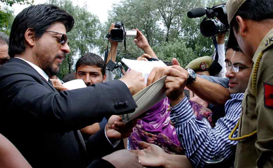 Shah Rukh Khan signing autographs for his fans