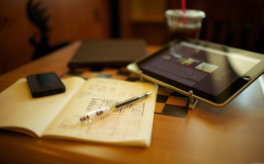 Ipad-Pen-notebook-iPhone-Apple-merk-1800x2880